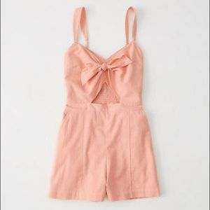 💫NWT A&F CORAL TIE FRONT CUT OUT ROMPER